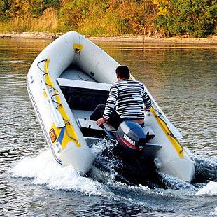 Держрибагентство інформує, що пересування човнів водоймою у період нересту заборонено