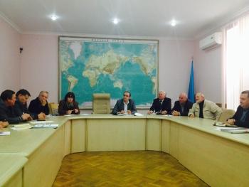 Експерти, науковці та громадськість зібралися, щоб вирішити проблему водяного горіха на Київському водосховищі